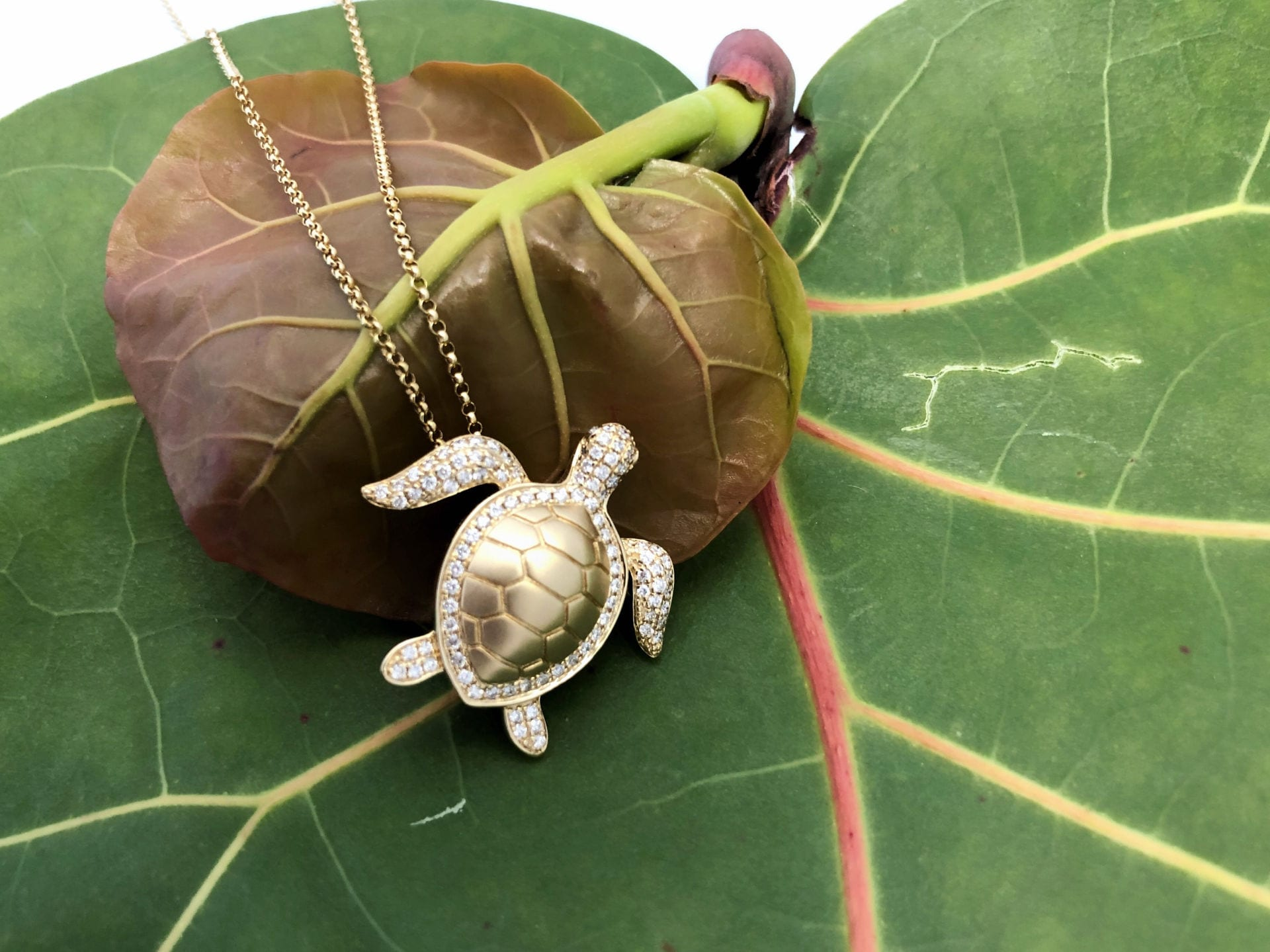 17404-14kt yellow gold .47ctw diamond turtle pendant