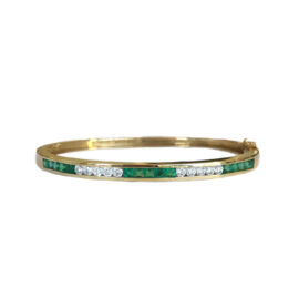 24018 eb3417 14kt yellow gold channel set emerald 1.44ctw & dia .59ctw hinged bangle